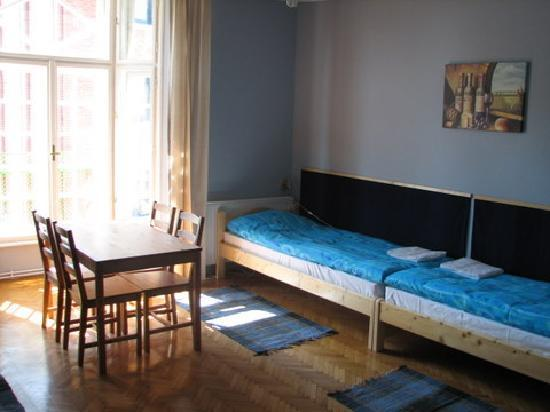 7x24 Central Hostel: 4 Bed Room