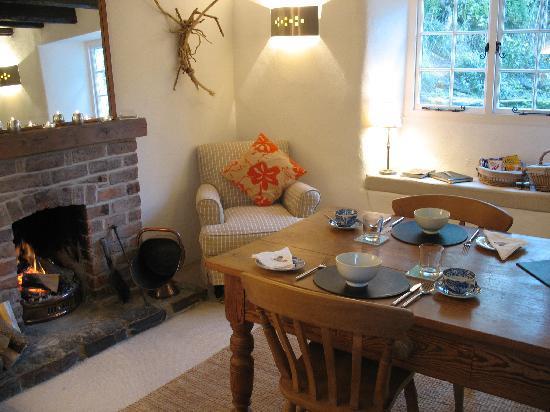 Spring Cottage B&B: Breakfast room