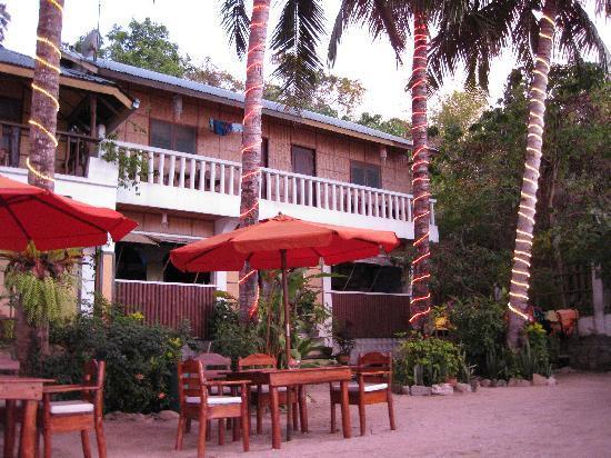 Sunset at Aninuan Beach Resort: old building
