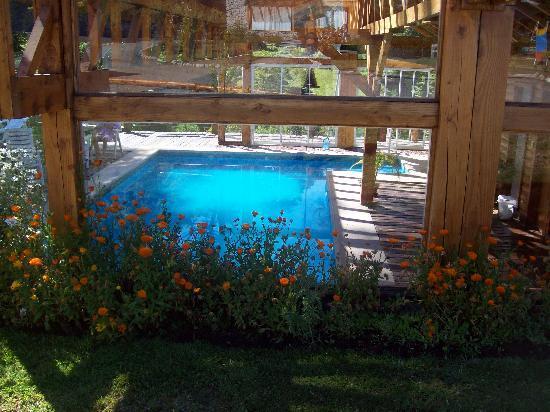 Hosteria Encanto del Rio: Una de las piscinas semicubierta