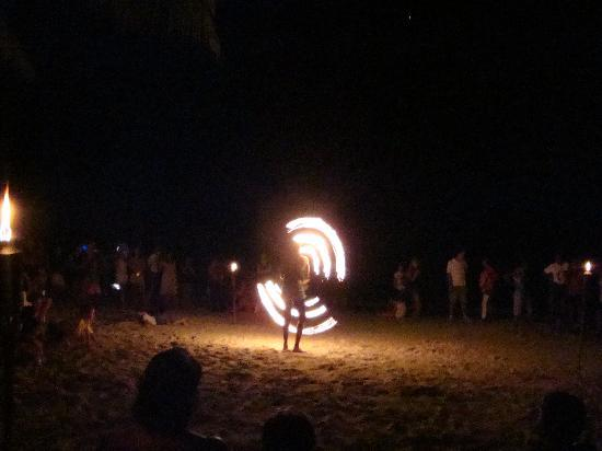 Bananarama Beach and Dive Resort: firedancers