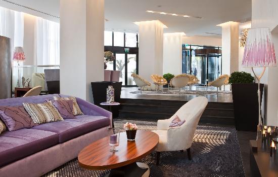 Radisson Blu 1835 Hotel & Thalasso: Lobby et Réception