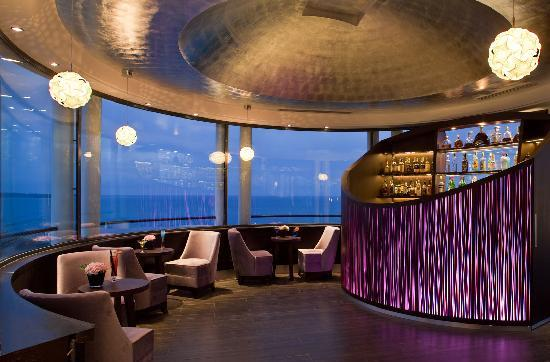 Radisson Blu 1835 Hotel & Thalasso: Panoramic Lounge Bar
