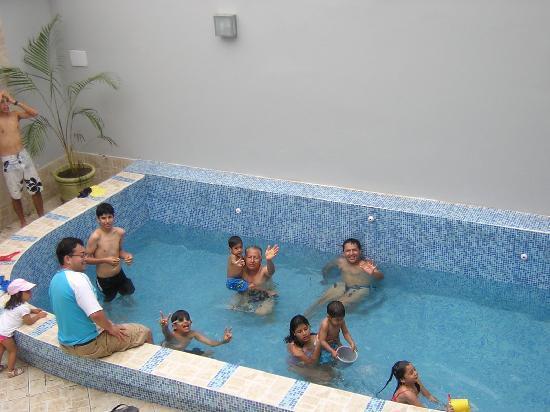 Hotel Boquemar: mi familia disfrutando de la piscina