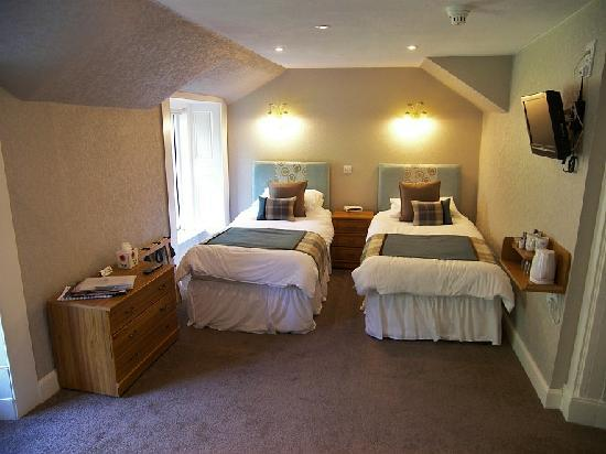 Fascadail Country Guest House: twin room with seating area.