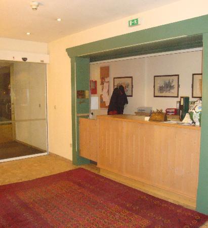 Lieblingsplatz, mein Tirolerhof: The reception desk