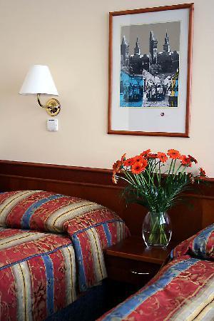 Hotel 16: Twin Room