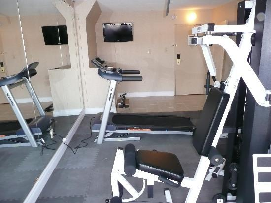 Super 8 Cambridge: Fitness center