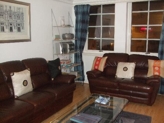 Edinburgh at Home: Lounge/dining area