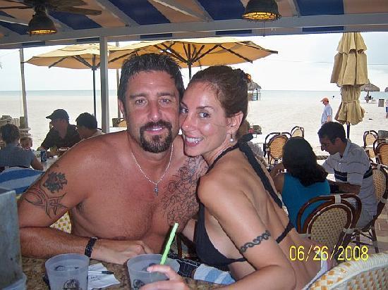 JW Marriott Marco Island: Drinkin & eatin atthe outdoor bar!