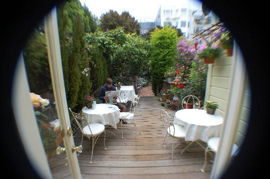 Union Street Inn: Breakfast in the garden