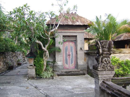 Four Seasons Resort Bali at Jimbaran Bay: Hotel Walkway