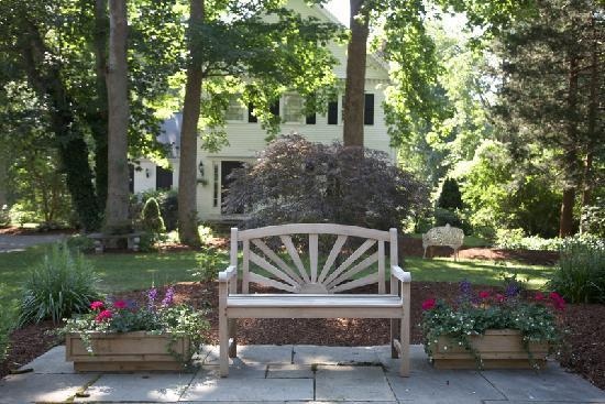 The Inn at Cape Cod: 2 acres of landscaped grounds