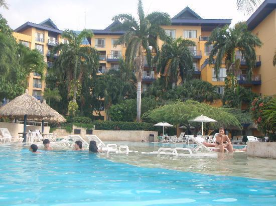 Zuana Beach Resort: Pool At zuana