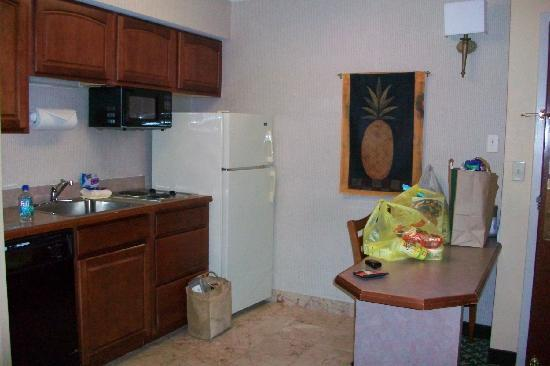 Hampton Inn & Suites Hershey: our well used kitchen