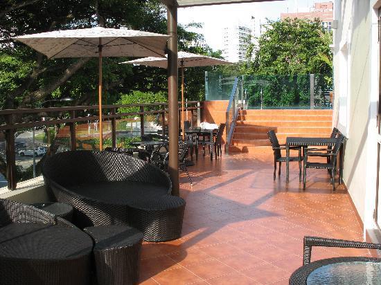 Hotel Nostalgia: Pool patio
