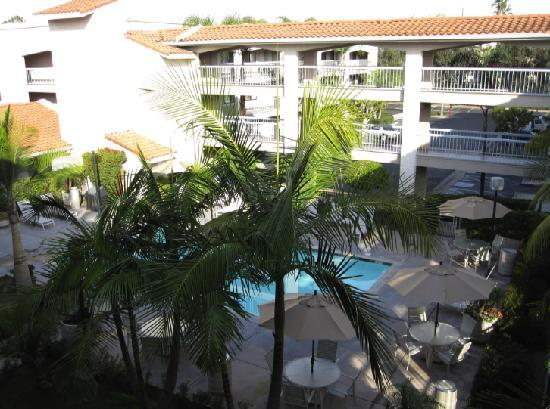 BEST WESTERN PLUS Orange County Airport North : View from my room, courtyard with pool