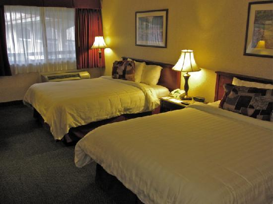 Best Western Plus Orange County Airport North: Clean, updated room