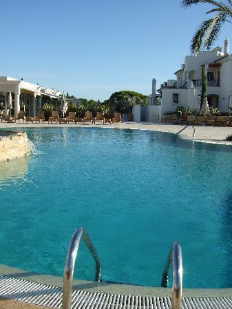 Almancil, Portugal: Pool area