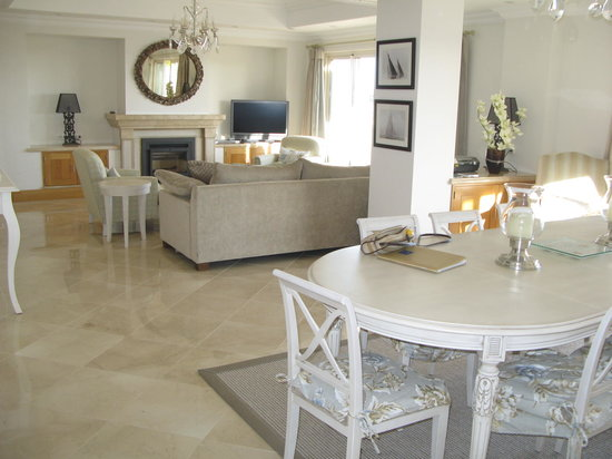 Dunas Douradas Beach Club: 3 bedroom Vista apartment lounge
