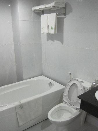 Baamboo Hotel: shining bathrooms