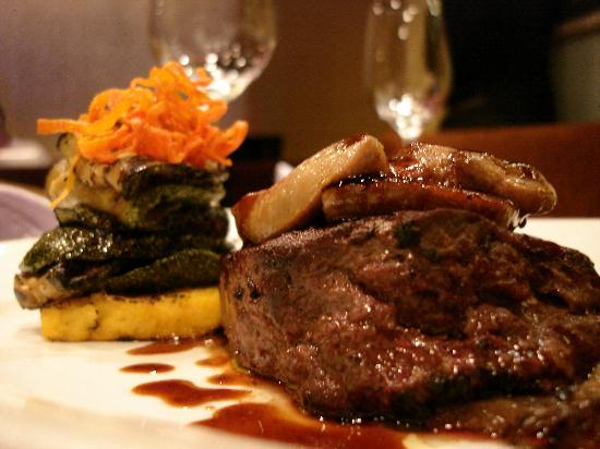 ZanZBar Restaurant, Cafe & Bar: Beef Rossini - tender NZ Beef and Foie gras