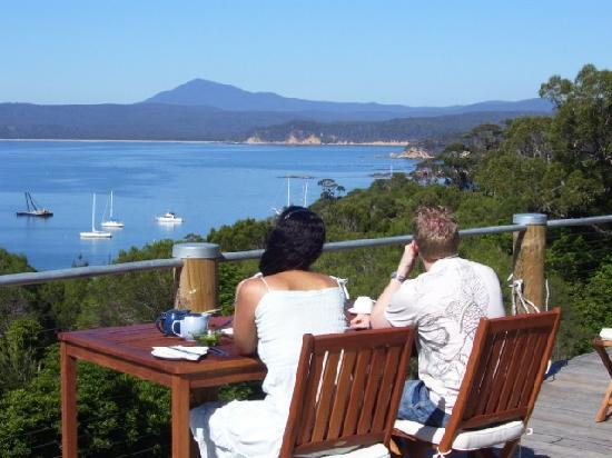 Snug Cove Bed and Breakfast: Breakfast On Deck