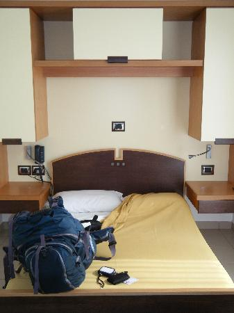Seven Hostel: Private room - VERY comfy bed!