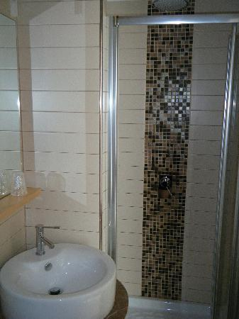 Seven Hostel: AMAZING shower...clean and luxurious feeling!
