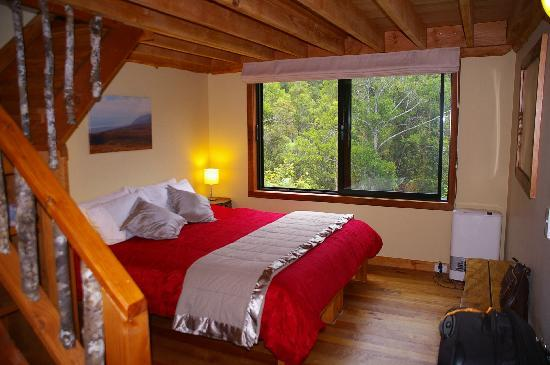 Rough and Tumble Bush Lodge: King bed downstairs in each room