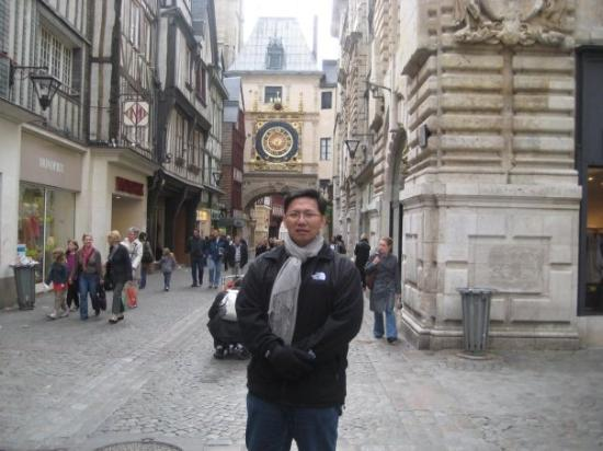Place du Vieux-Marche: Along the streets of Rouen and with the Gros Horloge behind me