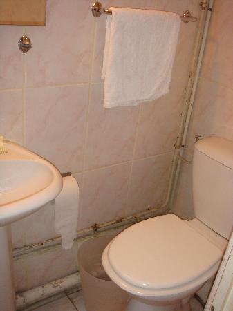 Hotel Bertha : baño sucisimo