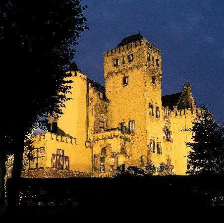 Kasteel Geulzicht: Romantic ambiance castle hotel near Maastricht