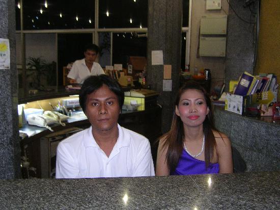 Apex Hotel: receptionen Personal