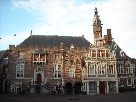 Haarlem, Hollanda: The city Hall in Grote Markt