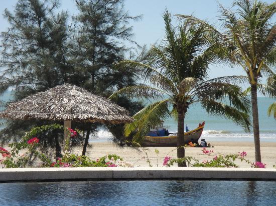 Princess D'An Nam Resort & Spa: vue depuis l'une des piscines
