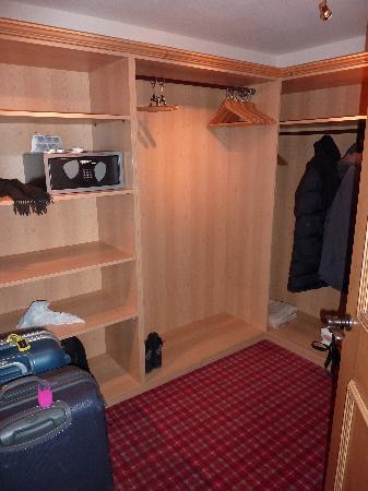 Hotel Alpin Spa Tuxerhof : Begehbares Umkleidezimmer