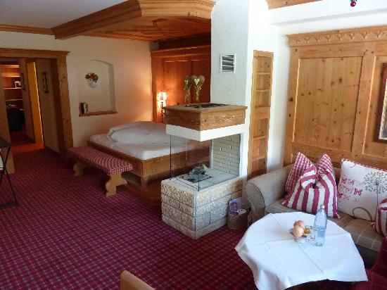 Hotel Alpin Spa Tuxerhof: Zimmer mit Cheminee