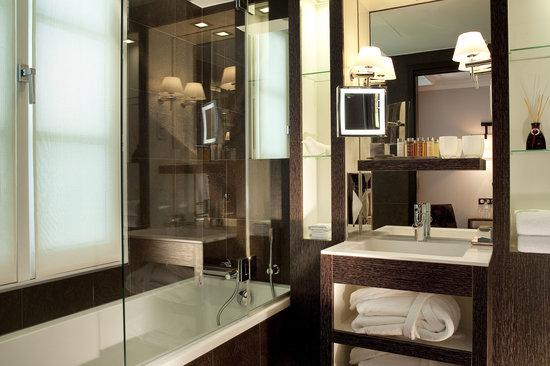 Hotel Les Jardins de la Villa & Spa: Salle de bains supérieure