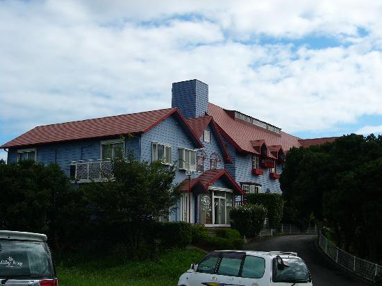 Petit Hotel Miyuki: 建物正面(駐車場から)