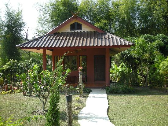 Ban Rai Tin Thai Ngarm Eco Lodge: bungalow exterior