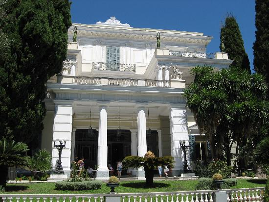 Gastouri, Grèce : the palace facade