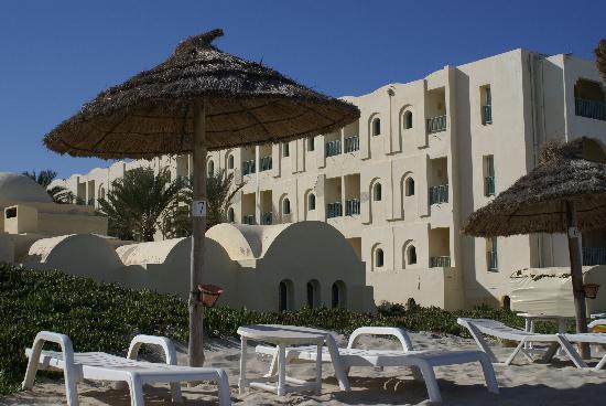 Radisson Blu Ulysse Resort & Thalasso Djerba: Blick vom Strand zum Hotel