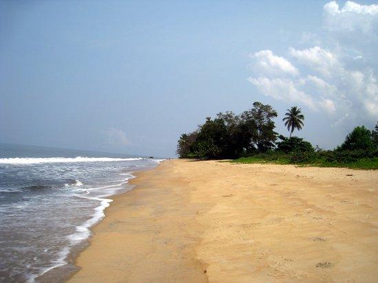 Kribi, Cameroon: Devant l'hotel