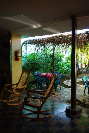 Hostel Sonati Leon: Looking out at the coutryard