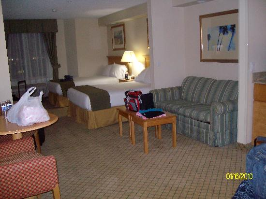 Holiday Inn Express Hotel & Suites Universal Studios Orlando: this was the Sweet..We got upgraded