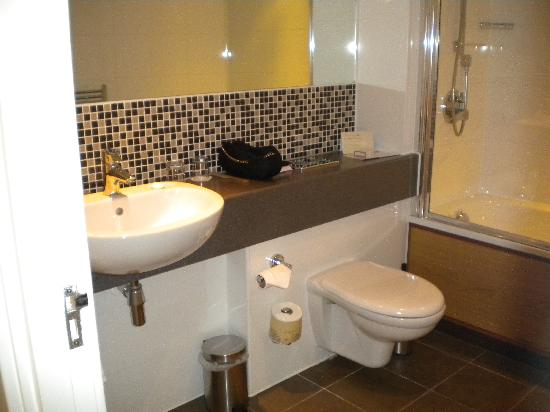 Champneys Springs Health Resort: bathroom