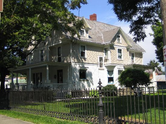 Watkins Glen Villager Motel: The Glen Manor