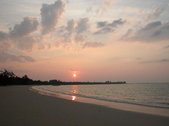 Pakarang Villa: Sunset at White Sands