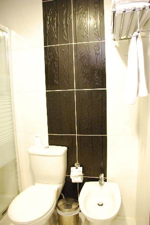 Retaj Hotel: Bathroom.1